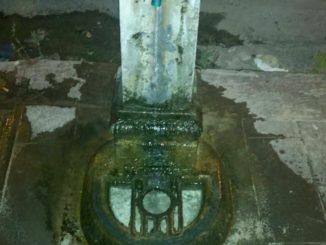 Fontane Bianche, la fontanella perde acqua, ma tutto tace!