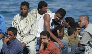 immigrati barcone viaggi della speranza sogno italiano carrette del mare