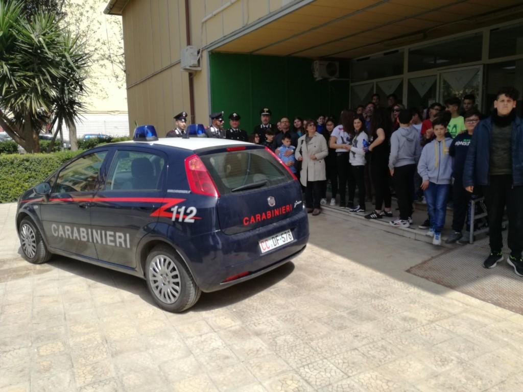 «Uniamoci contro le droghe», l'Arma di Cassibile incontra gli studenti