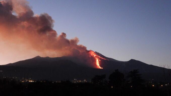 Etna, nuova violenta eruzione dal Cratere di Sud-Est, le immagini 📸