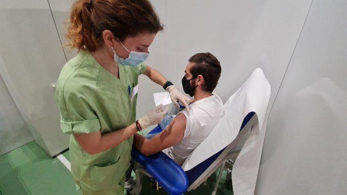 Covid, Musumeci: «Il vaccino unico strumento per evitare crescita contagi»
